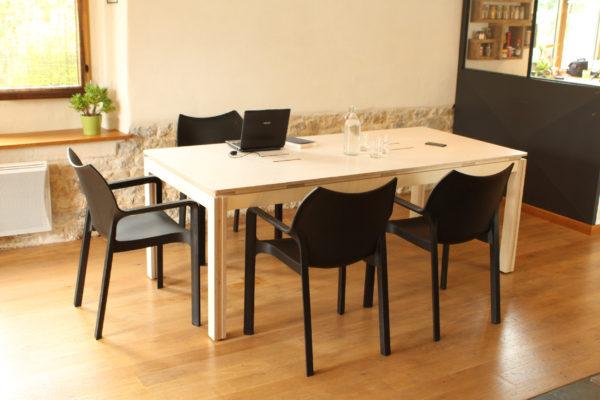 réunion grande table moderne